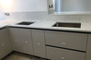 Fitting the kitchen worktop 2